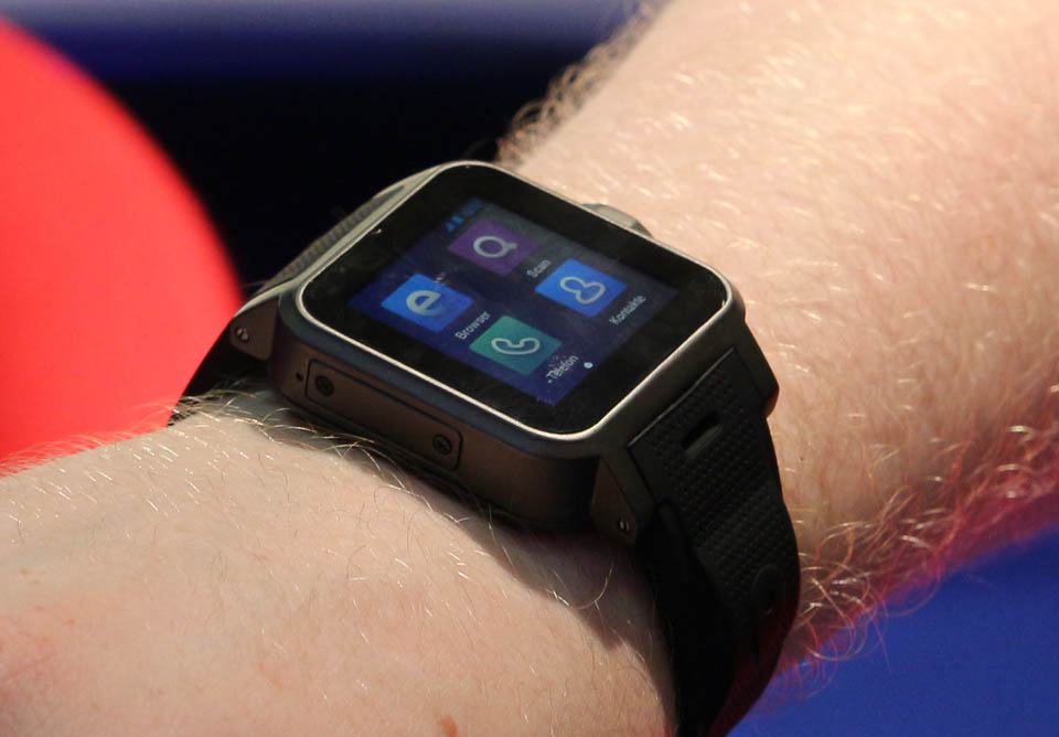 1 Android hands on IFA2013 Jelly Bean Pearl smartwatch Video