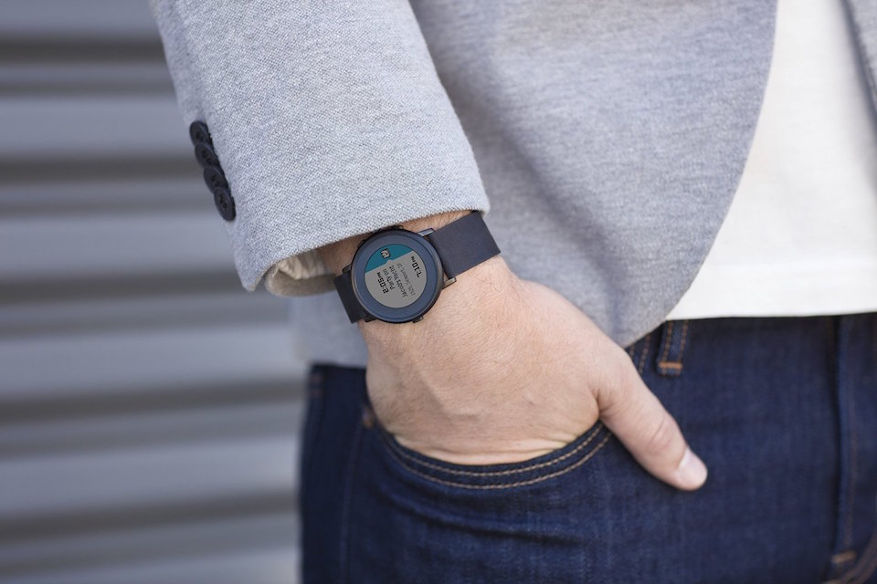Android iOS Pebble round smartwatch time