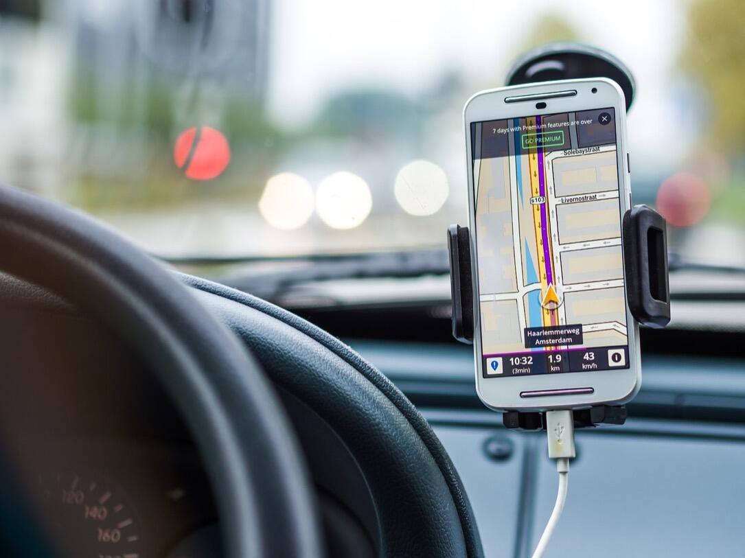 auto car KFZ Smartphone Verkehr