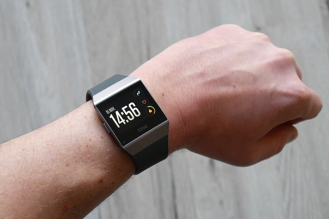 1 aff fitbit fitness ionic review smartwatch test Testbericht