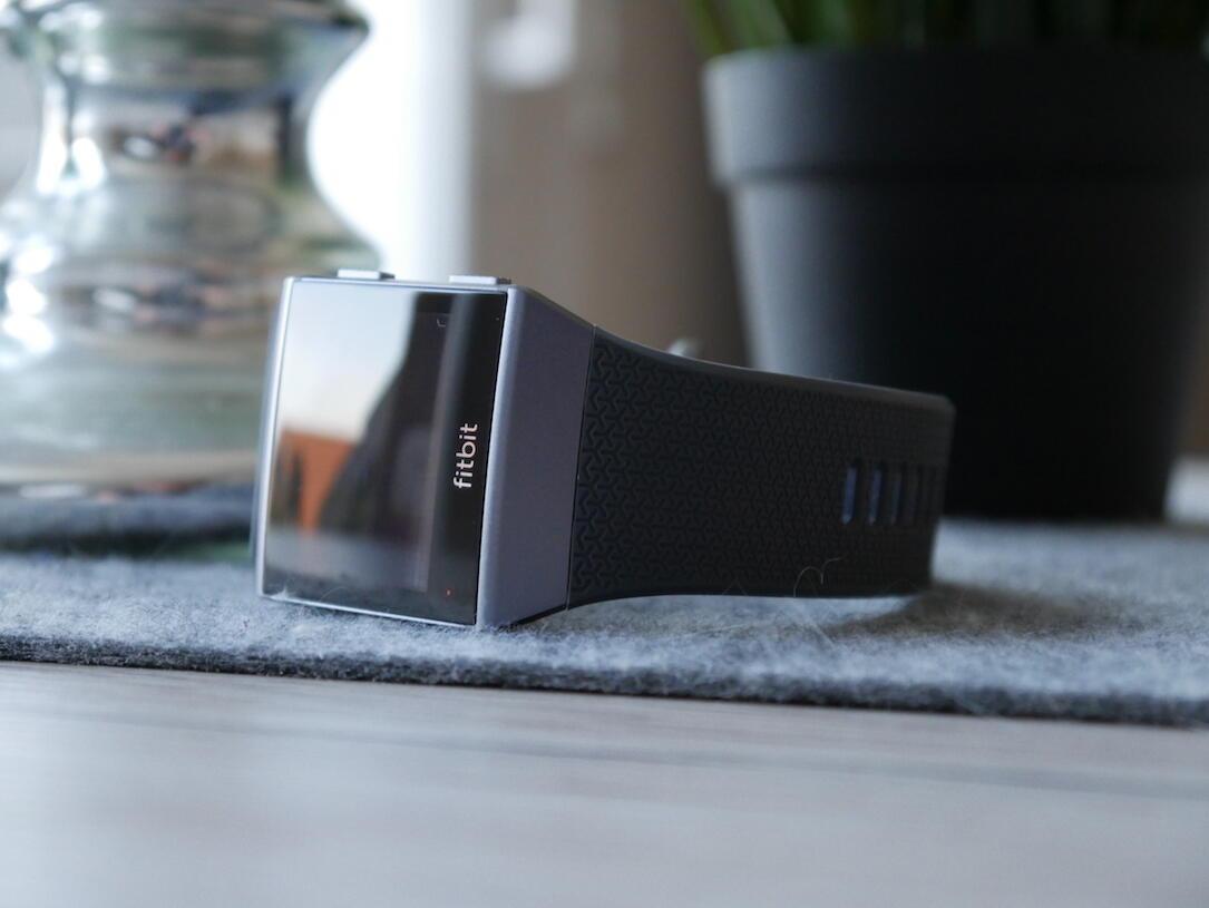 fitbit plant smartwatch linup doch hat man noch eine chance. Black Bedroom Furniture Sets. Home Design Ideas